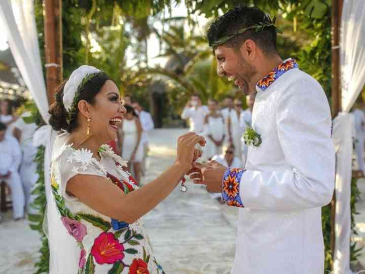 40 vestidos de novia con bordados de colores