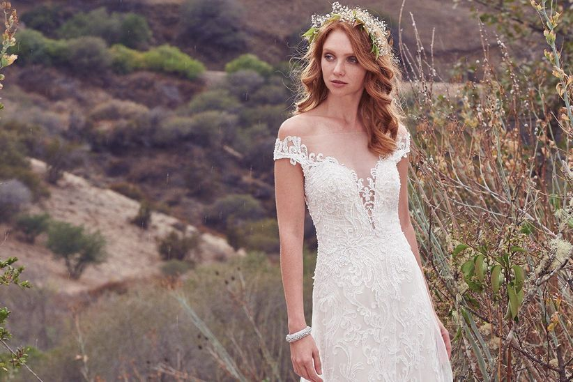 50 vestidos de novia con escote de hombros caídos - bodas.mx