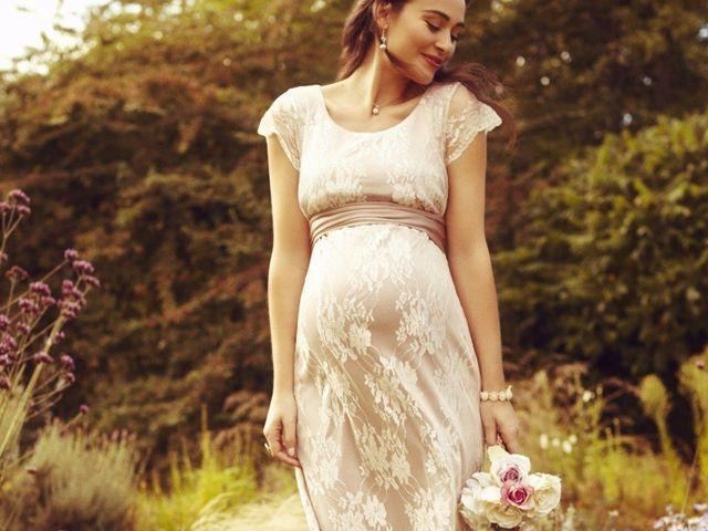 35 vestidos de fiesta para embarazadas: estilismos que valen por dos