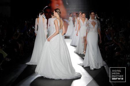 Vestidos de novia Rosa Clará 2019: minimalismo en el avance de colección