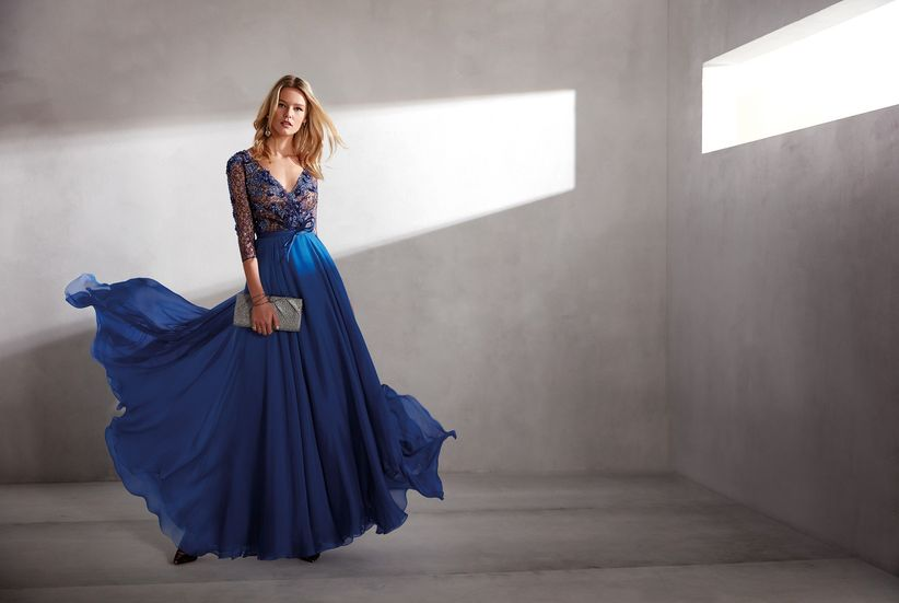 fd4576d0c0c1 45 vestidos de noche azul rey para brillar como invitada - bodas.com.mx