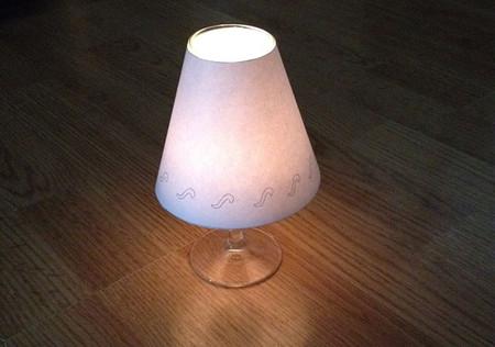 DIY: Haz lamparitas con copas de vino