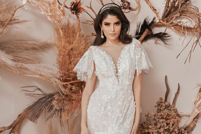 vestido de novia con manga corta de encaje y escote en V