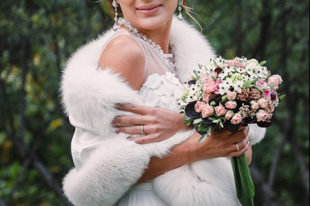 Abrigos de novia: 23 piezas que te harán toda una reina de las nieves