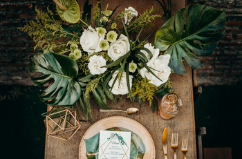 Decoración con monstera: 6 aplicaciones en la boda