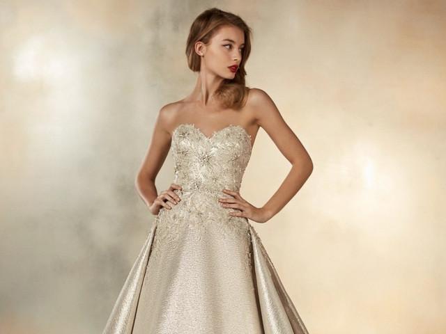35 vestidos de novia en dorado para un look ¡brillante!