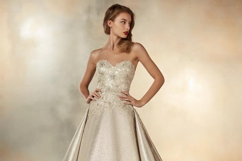 f27e39d61a77 35 vestidos de novia en dorado para un look ¡brillante! - bodas.com.mx