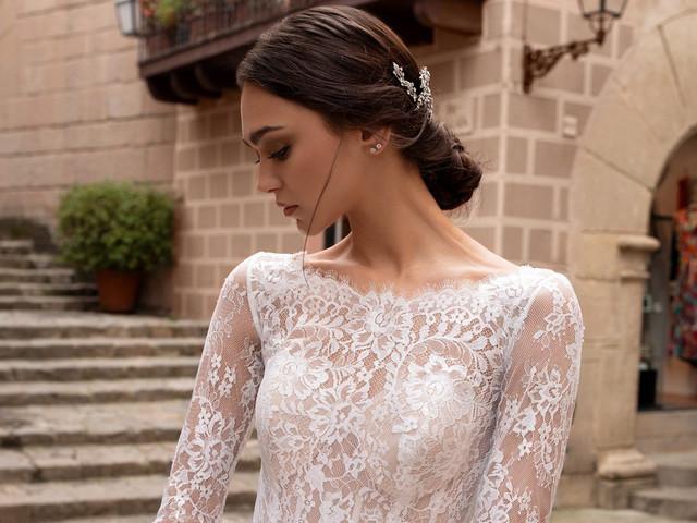 50 vestidos de novia con escote barco para looks elegantes y románticos