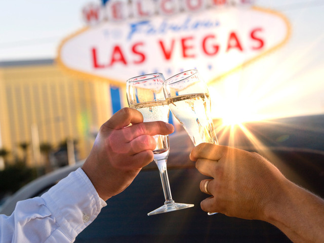 Luna de miel en Las Vegas, donde el lujo y la extravagancia no duermen