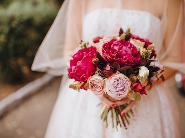 Ramos de novia con peonías: una especie floral romántica y exclusiva