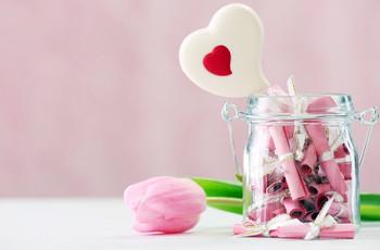 Frasco con frases románticas para tu pareja: un 'DIY' para San Valentín