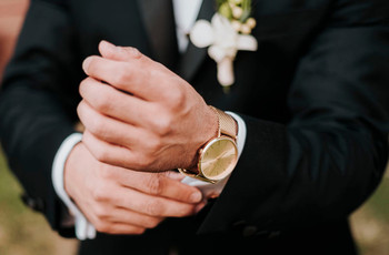 El reloj del novio: un complemento que no puede faltar en el look nupcial