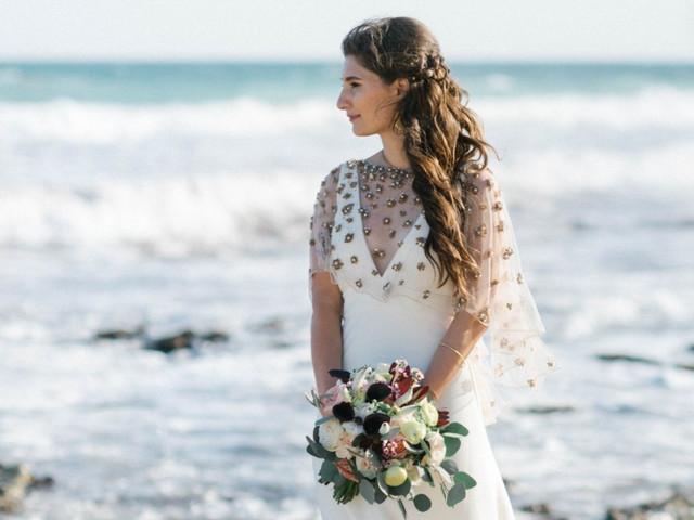7 prendas de novia para cubrirse los hombros en la ceremonia