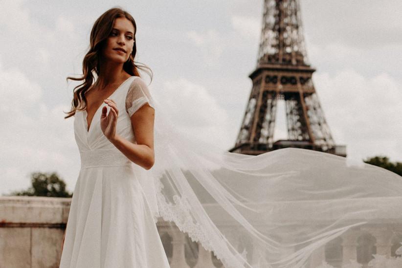 vestido de novia escote en V con manga corta
