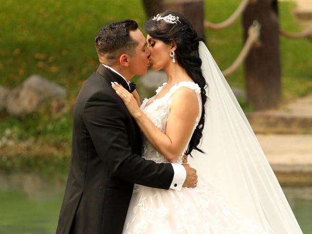 La boda de Edwin Luna y Kim Flores... ¡con un vestido de 7 metros y 25 kilos!