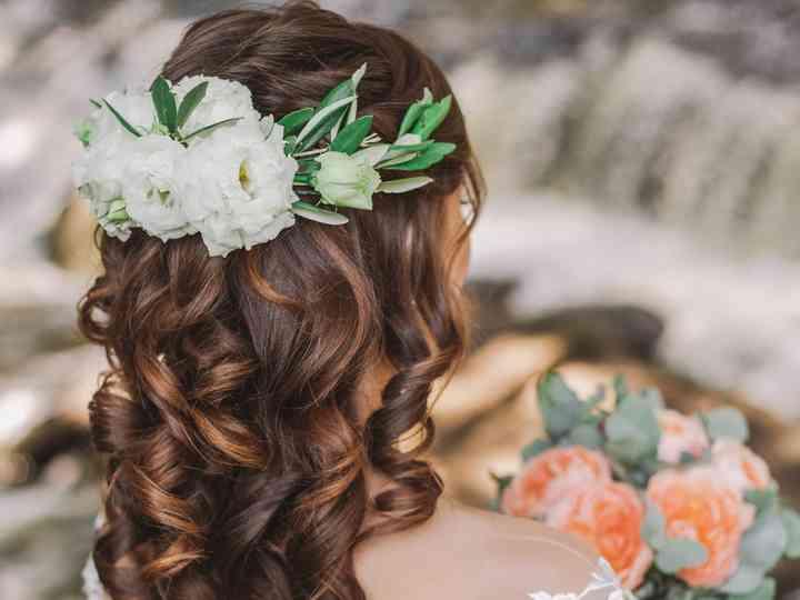 Peinados para novias con flores cabello suelto