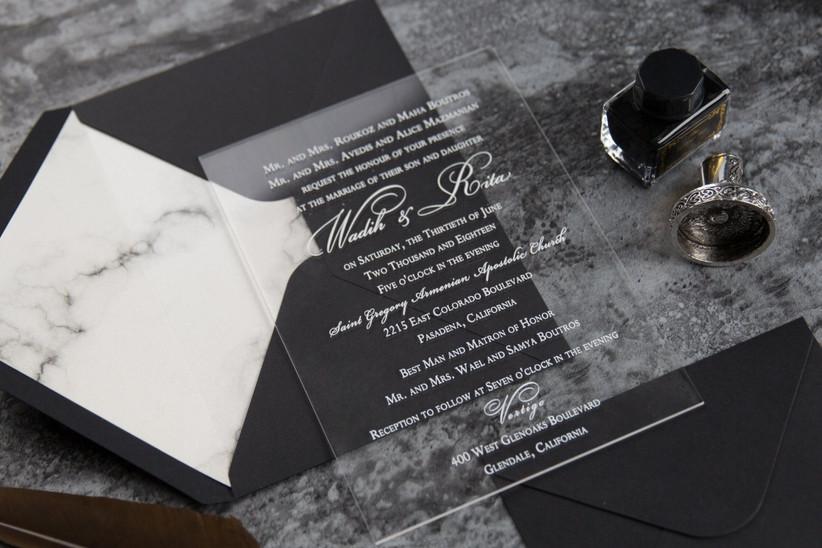 invitaciones de boda en acrílico sobre negro