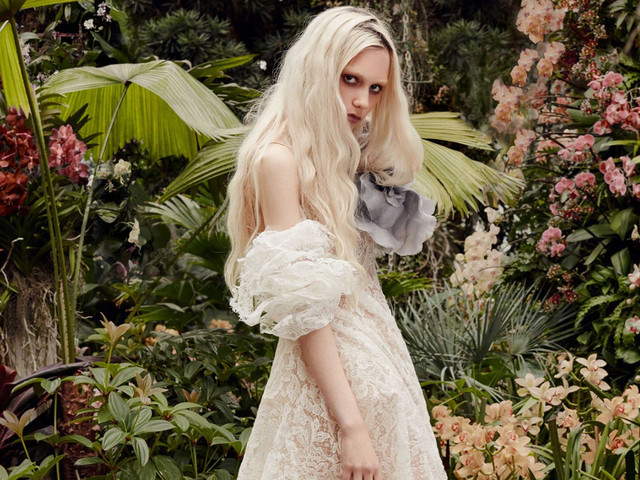 Vestidos de novia Vera Wang 2020: looks románticos y llenos de color