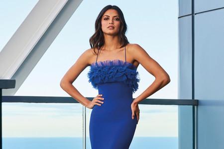 Look de boda en 'Classic Blue': 40 diseños para invitadas en tendencia