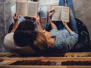 Club de lectura en pareja: aventúrense en un nuevo hábito