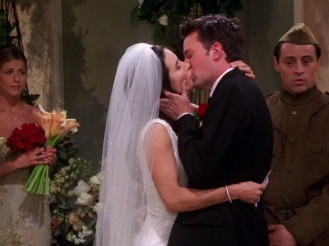 ¿Te acuerdas de estas 6 bodas de 'Friends'? ¡La serie cumple 25 años!