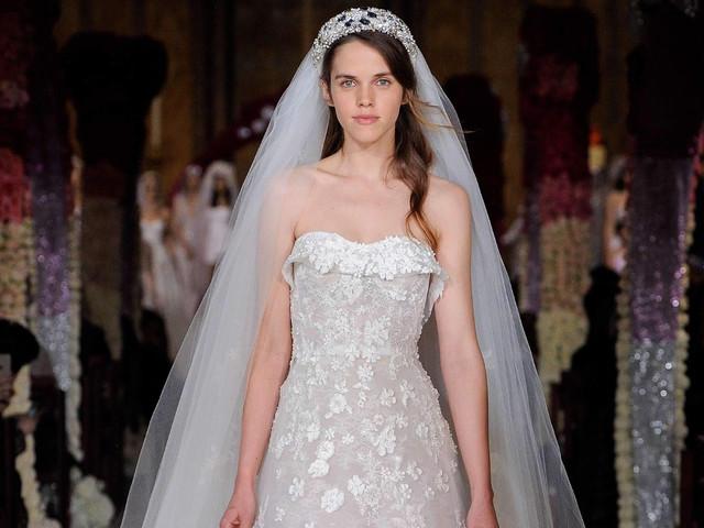 Vestidos de novia Reem Acra 2020: glamur y elegancia a cada paso