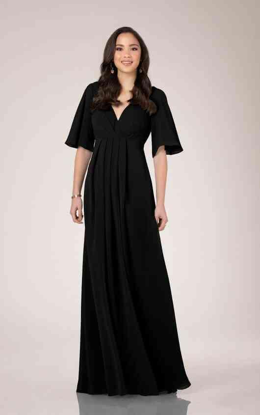 vestido negro de fiesta con mangas tres cuartos y escote en V