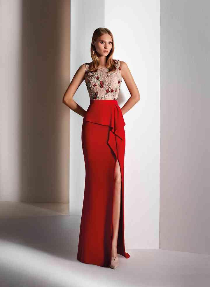 vestido de fiesta rojo con abertura en la pierna