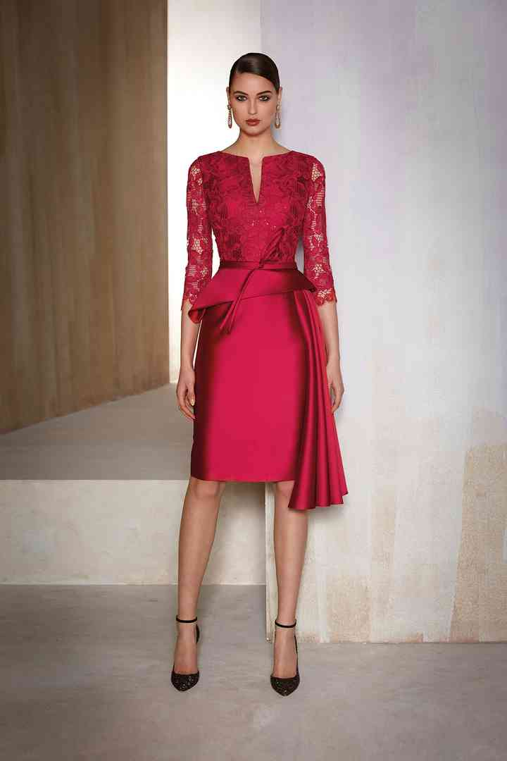 vestido de coctel rojo con encaje