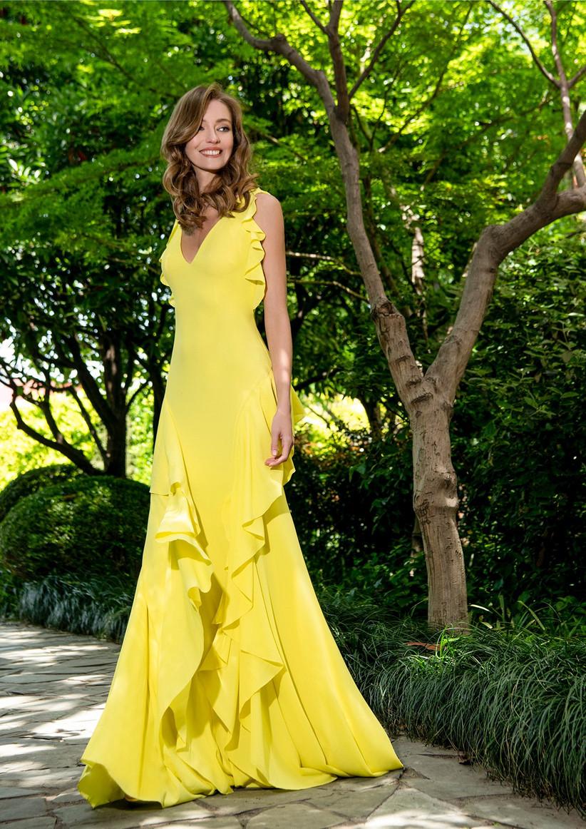 vestido largo de fiesta para boda amarillo con volantes