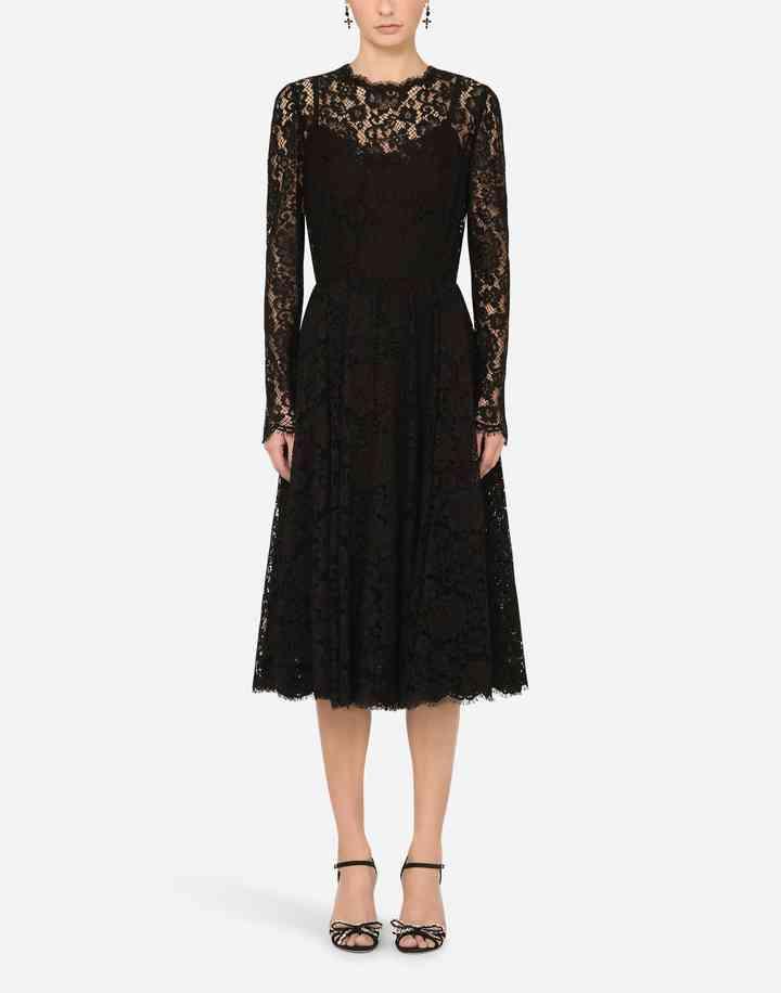 vestido negro de encaje y manga larga con falda midi