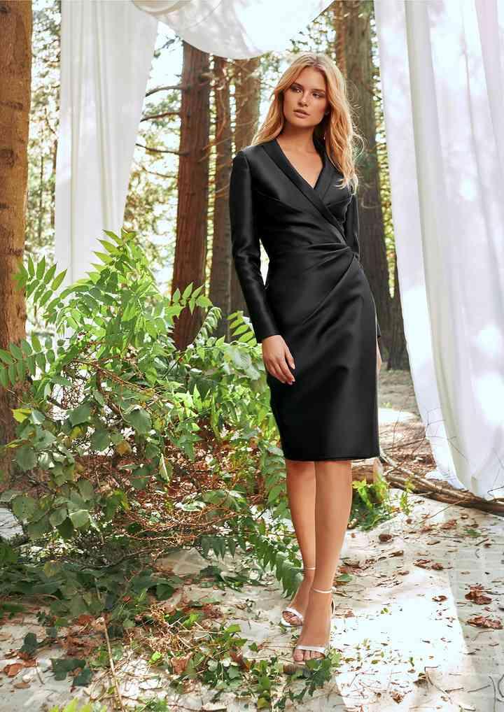 vestido elegante negro de fiesta corte midi y manga larga