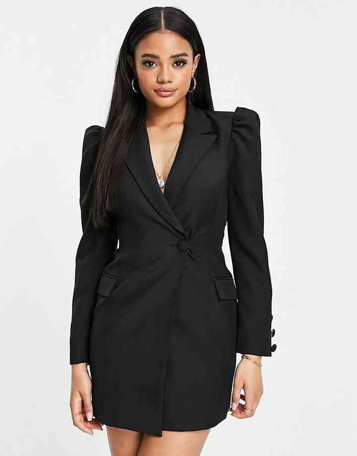 vestido negro de fiesta corto con manga larga