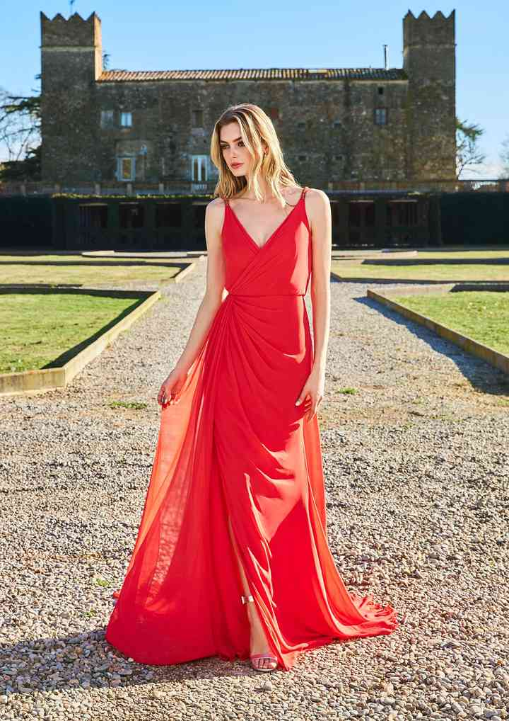 vestido rojo de fiesta suelto largo con escote en V