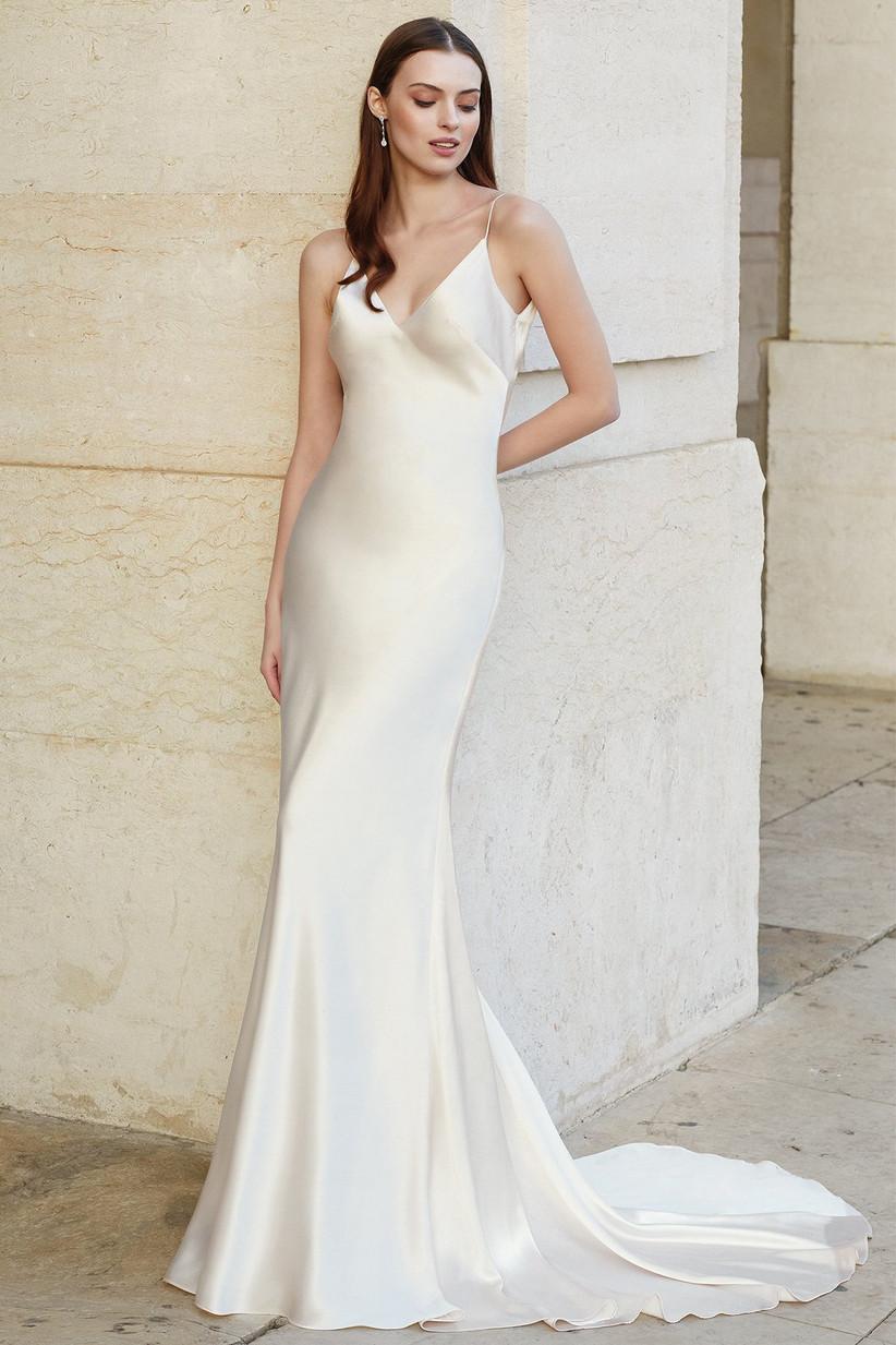 vestido de novia sencillo de estilo lencero