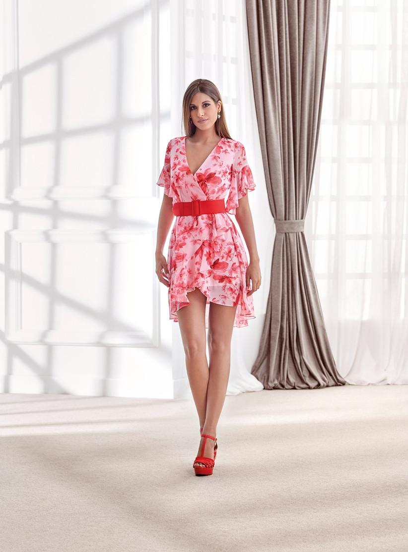 vestido corto de fiesta rojo con escote en V