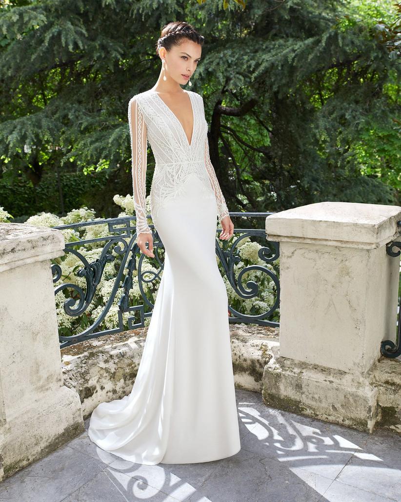 vestido de novia recto con manga y encaje con escote en V