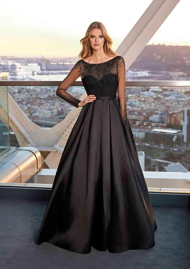 vestido de fiesta negro corte princesa con transparencia