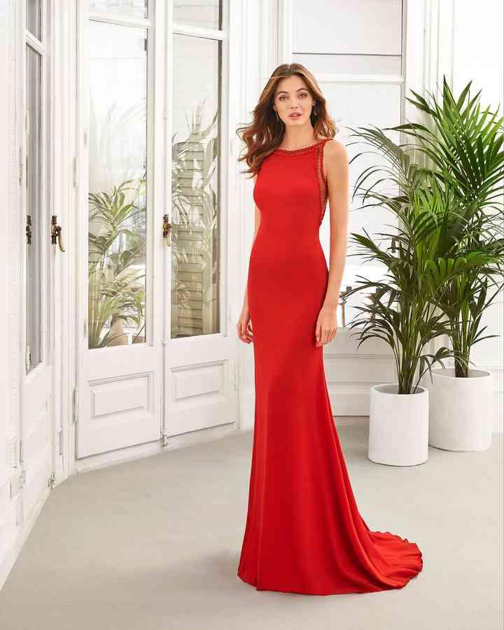 vestido largo rojo de fiesta escote bandeja