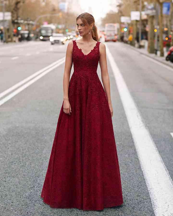 vestido de fiesta rojo oscuro para boda de noche