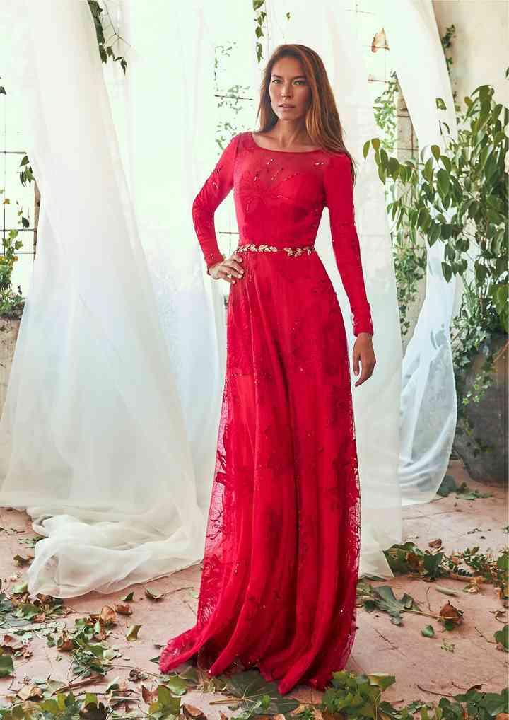 vestido de fiesta rojo de manga larga