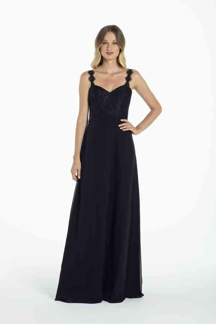 vestido negro de fiesta con escote corazón y corte recto