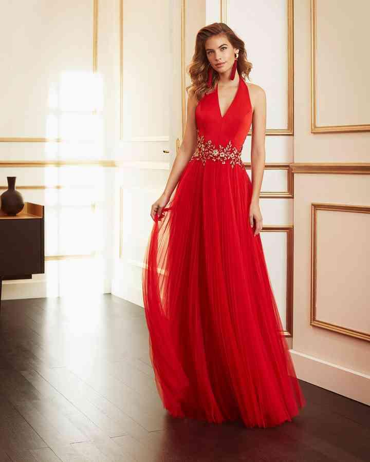 vestido rojo suelto para fiesta boda en jardín