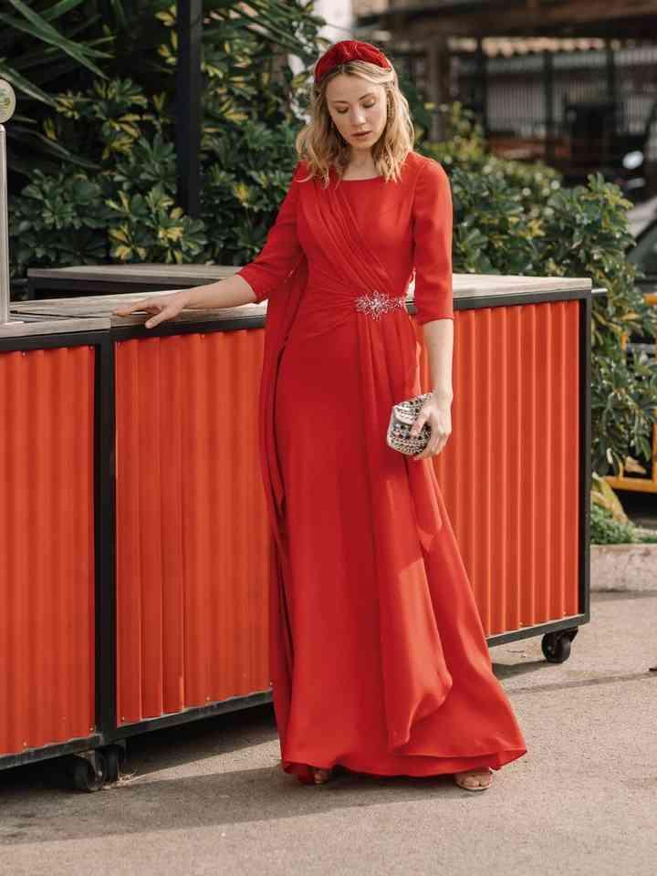 vestido rojo de fiesta suelto y elegante