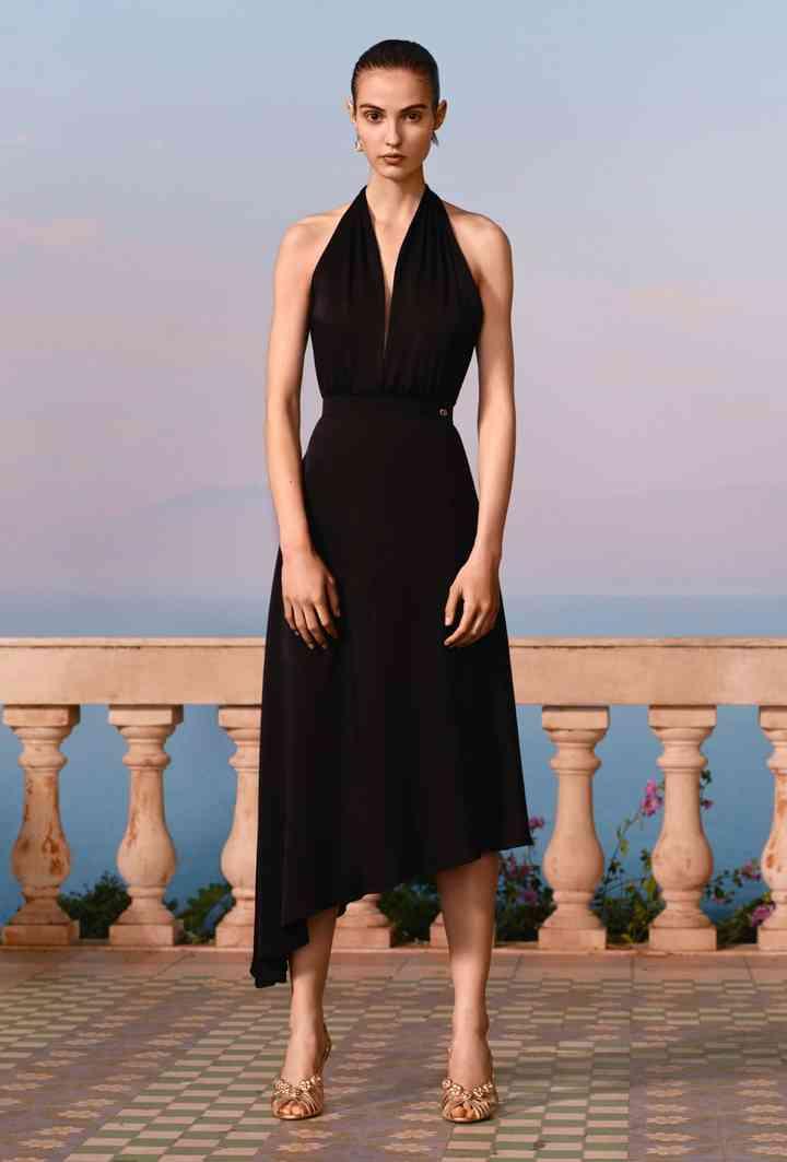 vestido de fiesta negro escote halter y falda asimétrica