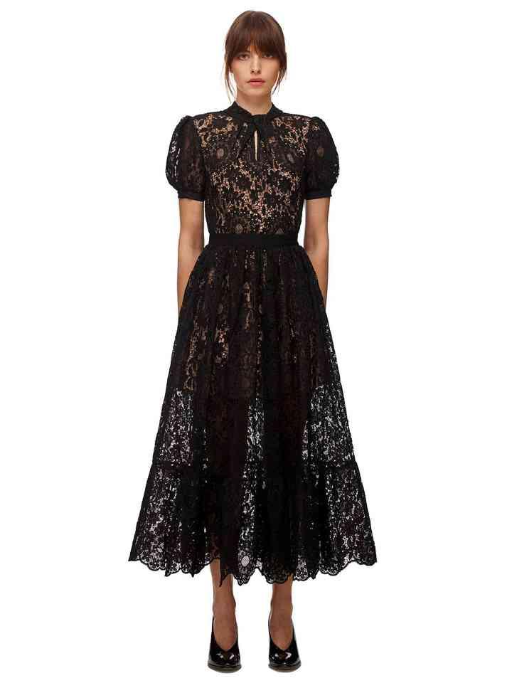 vestido elegante negro con encaje y manga corta