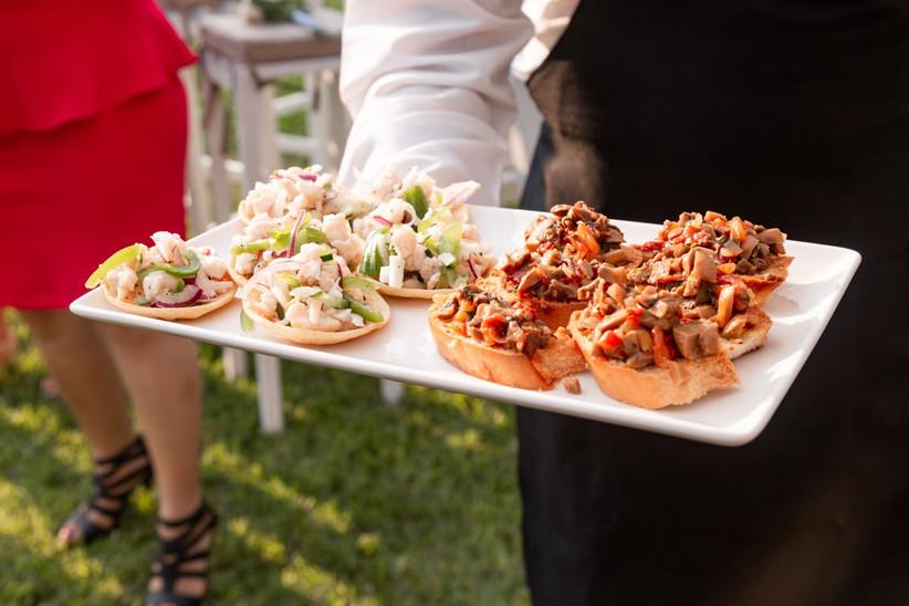 servicio de catering para boda estilo coctel al aire libre