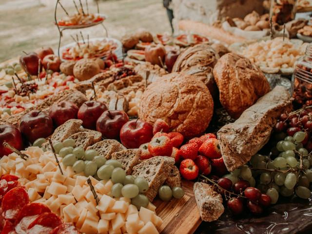 Mesas de abundancia para bodas, ¡deleiten a sus invitados!