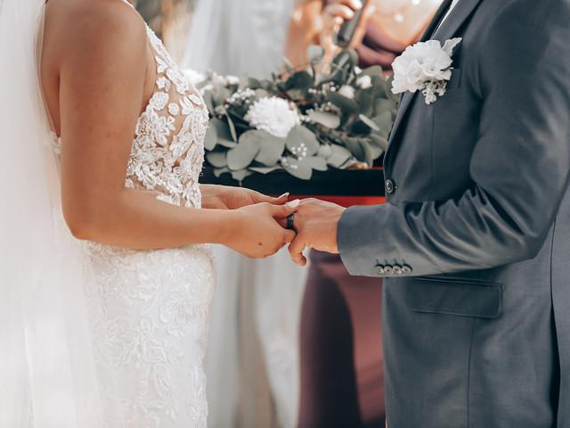 ¿Cuáles son los derechos y obligaciones que adquieren al casarse?