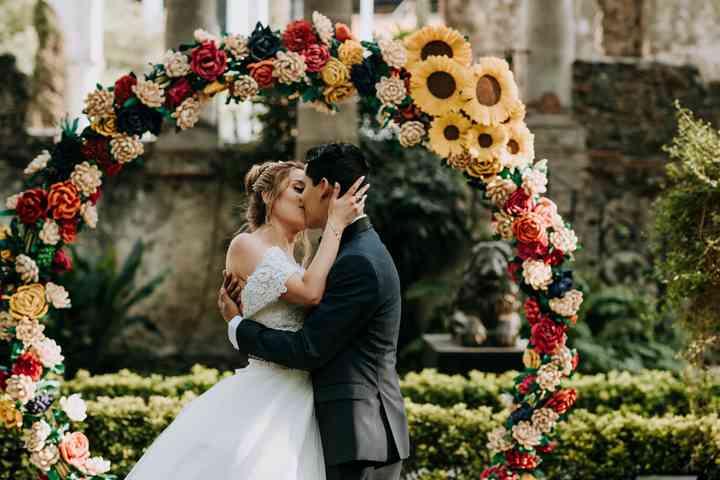25 aros de flores para boda ¡para un romance redondo! - bodas.com.mx